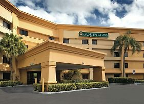 La Quinta Inn & Suites By Wyndham Miami Airport East photos Exterior