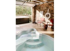 Mountain Splash -Heated Indoor Pool, Hot Tub, Arcade Game Room photos Exterior