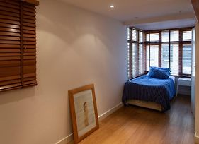 3 Bedroom House In Bayswater photos Exterior