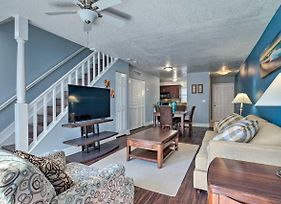 Ideally Located Tampa Townhome W/ Shared Pool photos Exterior