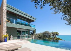 Luxurious Villa With Swimming Pool Open photos Exterior