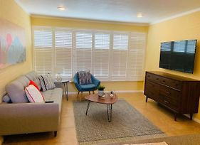 Upscale & Renovated 1Br W/ Luxurious Pool photos Exterior