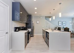 Luxury On A Budget - Le Reve - Welcome To Relaxing 4 Beds 3.5 Baths Townhome - 6 Miles To Disney photos Exterior