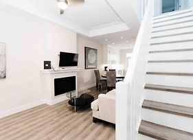 #2 Airport/ Ferries/ Downtown Sidney Luxe Townhome photos Exterior