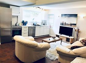 Great 2 Bedroom Suite 15 Minutes To Downtown photos Exterior