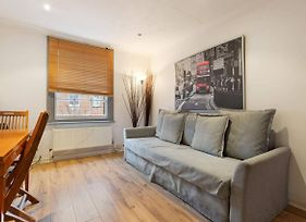 Comfortable 2 Bedroom Flat With Good Transport photos Exterior