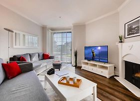 Escape In Beverly Hills/Weho Across From Cedars Sinai Hospital- Free Parking! photos Exterior