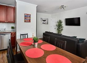 Newly Renovated Duplex, Perfect For Groups photos Exterior