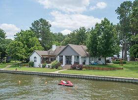 Sunset Point - 4 Bedroom Lake House photos Exterior