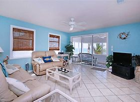 Beach House, 3 Bedrooms, Sleeps 6, Wifi, Gulf Front Cottage photos Exterior