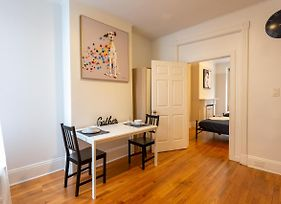 Charming Brownstone Apt Minutes Nyc photos Exterior