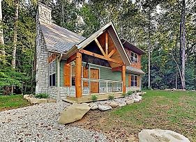 New Listing! All-Suite Cabin - 1.5 Acres & Hot Tub Home photos Exterior
