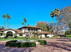 Distinguished Resort-Style Wine Country Retreat - 9Br Sleeps 20-24 photos Exterior
