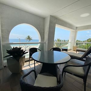Luxury Two Bedroom Oceanfront Condo With Balcony And Expansive Views photos Exterior