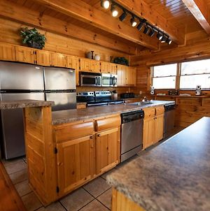 Black Bear Lodge - Free Daily Activities - Double Kitchen - Game Room And Hot Tub photos Exterior