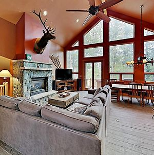 New Listing! Modern Ski Lodge Retreat W/ Hot Tub Home photos Exterior