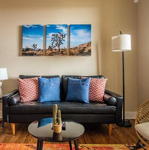 Upscale And Spacious Apartments By Frontdesk photos Exterior