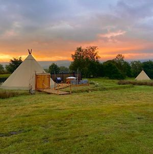 Stanage Lodge Luxury Tipi photos Exterior