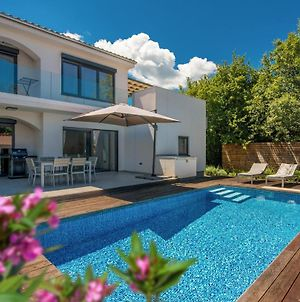 Stunning Home In Malinska W/ Outdoor Swimming Pool, Wifi And 3 Bedrooms photos Exterior