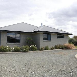 Lawson Burrows Retreat - Te Anau Holiday Home photos Exterior