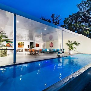 Luxury Beachside Villa With An Infinity Pool And Modern Kitchen photos Exterior