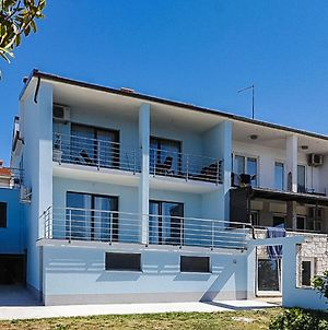 Spacious Holiday Home In Pula With Terrace photos Exterior