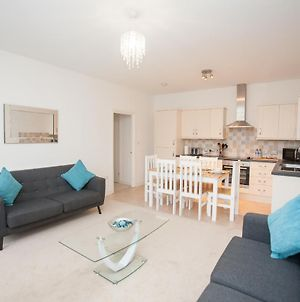 Swindon 2 Bedrooms 2 Bathrooms Apartment With Parking Sn1 photos Exterior