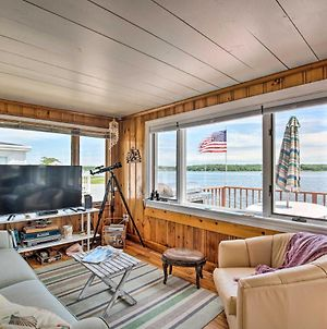 Waterfront Cape Cod Cottage With Beach And Deck! photos Exterior