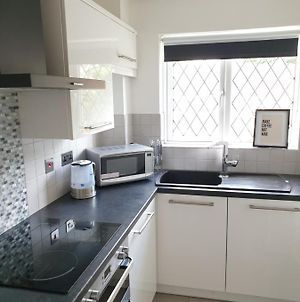 Be More Homely Presents - Jua - A Style 1 Bed Flat Birmingham Wking Bed Sleeps 4 Fast Broadband Off Road Parking photos Exterior