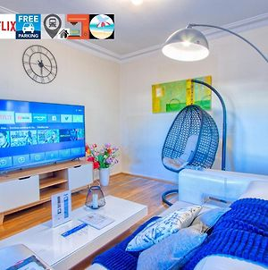 Wollongong Station Holiday House With Wi-Fi,75 Inch Tv, Netflix,Parking,Beach photos Exterior