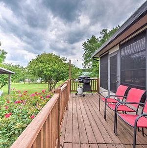 Doctors Inn Historic Country Home With Sunroom! photos Exterior