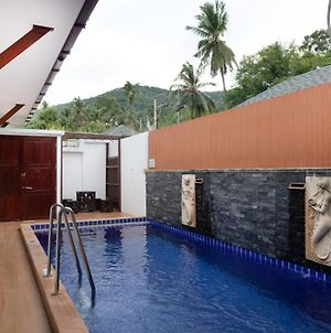 Oyo 1043 The Sun Pool Villa photos Exterior
