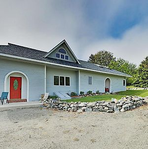 New Listing! Spacious Country Home With Water Views Home photos Exterior
