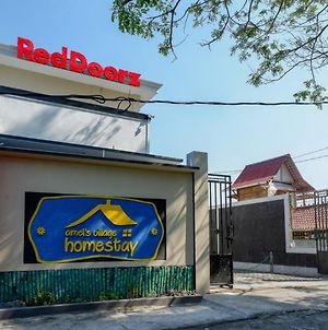 Reddoorz Near Padang Golf Adisucipto photos Exterior