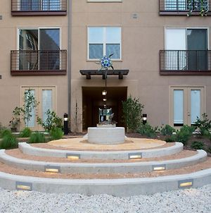 Lovely 2Bdrm - Home Away From Home At The Domain! photos Exterior