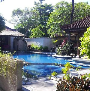 Studio In Kota Denpasar With Shared Pool Furnished Terrace And Wifi 300 M From The Beach photos Exterior