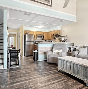 Chic Loft ~ Walk To Beach Access And So Close To Park With Shopping, Dining, And Entertainment! photos Exterior