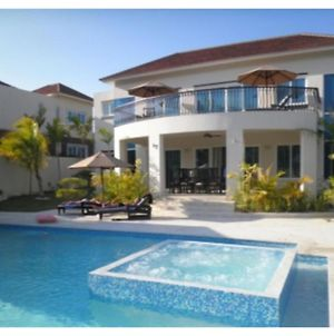 Glamorous 6 Bedroom Estate Tropical Sunsets Ocean Air And Mountain View Memories photos Exterior