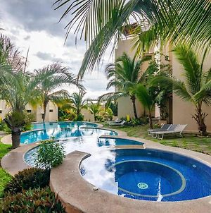Colorful Classy Modern Split Level Unit Near Beach In Coco With Pool photos Exterior