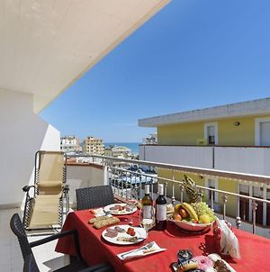 Sea-View Apartment In Alba Adriatica With Private Terrace photos Exterior