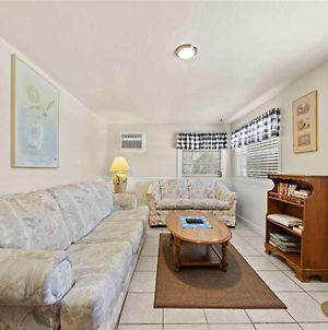 Santos 102, 2 Bedroom, Walk To Times Square, Dock, Sleeps 6 photos Exterior