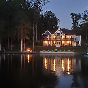 Waterfront Lake Anna Home With Dock, Beach And Kayaks photos Exterior