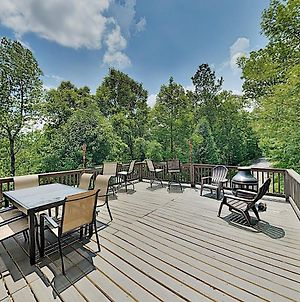 New Listing! Smoky Mountain Bungalow With Large Deck Cabin photos Exterior