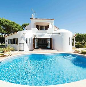 Modern Holiday Home In Quarteira With Swimming Pool photos Room