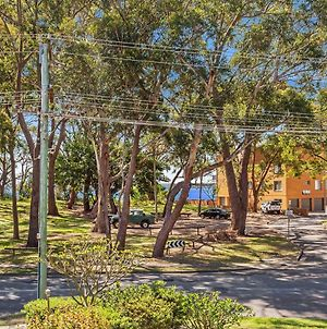 4 'Magnus Gardens', 7 Magnus St - Beautiful Air Conditioned Unit With Filtered Water Views & Wifi photos Exterior