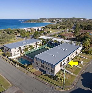 2 'The Dunes', 38 Marine Drive - Pool, Tennis Court And So Close To The Beach photos Exterior