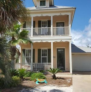 Seaside Retreat - 3 Bed, 3 Bath Home! Only 200 Yards From The Beach! photos Exterior