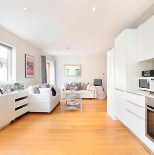 Modern & Well-Located 1Br Apt In St John'S Hill photos Exterior