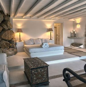 Private Suite In One Of The Most Exclusive Villas In Mykonos! Includes A Jacuzzi &35 Sqm Of Space photos Exterior