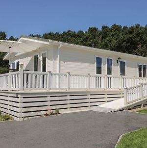 Impeccable 3-Bed Lodge At Cayton Bay Holiday Park photos Exterior